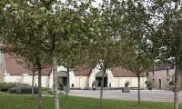Vue Grange sous les arbres - Domaine de la Baronnie