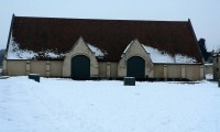 Grange et cour enneigée - Baronnie sous la neige