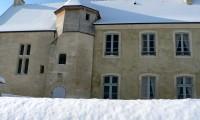 Manoir en contre plongée - Baronnie sous la neige