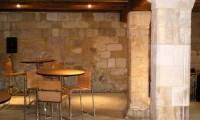 Cellier et tables cocktail - Manoir