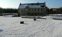 La cour et le Manoir - Baronnie sous la neige